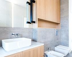 Łazienka i toaleta P&O - Średnia szara łazienka, styl nowoczesny - zdjęcie od Kraupe Studio - Homebook