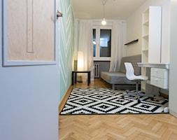 M2 Jodełka - Średnia biała miętowa sypialnia dla gości, styl skandynawski - zdjęcie od Kraupe Studio