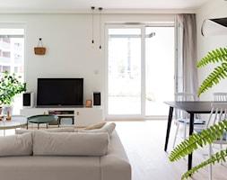 Apartament M&P - Średni biały salon z jadalnią z tarasem / balkonem, styl eklektyczny - zdjęcie od Kraupe Studio