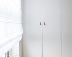 Apartament M&P - Garderoba, styl skandynawski - zdjęcie od Kraupe Studio - Homebook