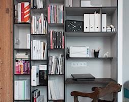 Kawalerka w Poznaniu - Małe białe biuro kącik do pracy, styl skandynawski - zdjęcie od Kraupe Studio