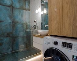 Apartament M&P - Średnia łazienka w bloku w domu jednorodzinnym bez okna, styl nowoczesny - zdjęcie od Kraupe Studio - Homebook
