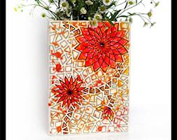 Wazon trójboczny - czerwony geometryczny kwiat - zdjęcie od hypnotic - Homebook