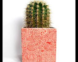 Osłonka 14cm - czerwony wzór na różu - zdjęcie od hypnotic - Homebook