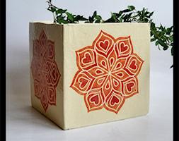 Duża osłonka kostka - pomarańczowa mandala - zdjęcie od hypnotic - Homebook