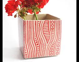 Wazonik lub osłonka 9cm - czerwone paski - zdjęcie od hypnotic - Homebook