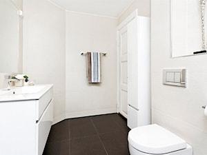 Mieszkanie w Kamienicy - Średnia beżowa łazienka w bloku w domu jednorodzinnym bez okna, styl skandynawski - zdjęcie od Studio LOKO