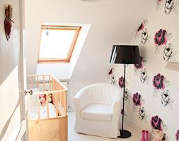 Gdynia Miła - Mały biały pokój dziecka dla chłopca dla dziewczynki dla niemowlaka, styl skandynawski - zdjęcie od Studio LOKO