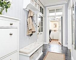 Mieszkanie w Kamienicy - Średni biały hol / przedpokój, styl skandynawski - zdjęcie od Studio LOKO - Homebook