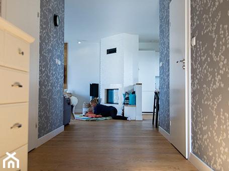 Aranżacje wnętrz - Hol / Przedpokój: Mieszkanie Wiczlino - Konkurs - Studio LOKO. Przeglądaj, dodawaj i zapisuj najlepsze zdjęcia, pomysły i inspiracje designerskie. W bazie mamy już prawie milion fotografii!