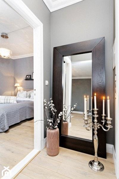 Mieszkanie w Kamienicy - Mały szary hol / przedpokój, styl skandynawski - zdjęcie od Studio LOKO