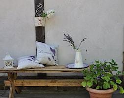 Mały taras rustykalny, styl rustykalny - zdjęcie od NiceHome.pl