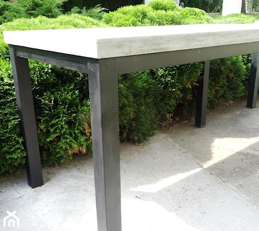 Meble Ogrodowe Na Metalowych Nogach : stół z betonowym blatem na metalowych nogach  zdjęcie od tralbet
