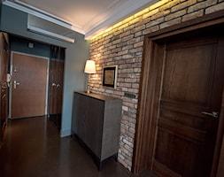 Apartament z widokiem na Wawel - Średni szary hol / przedpokój, styl vintage - zdjęcie od AgiDesign