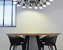 Mieszkanie dla wielbiciela Salvadora Dali - Mała zamknięta szara jadalnia jako osobne pomieszczenie, styl industrialny - zdjęcie od KODA DESIGN studio projektowe Dawid Kotuła