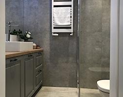 Metamorfoza mieszkania 44 m2 - Bamberski Dwór - Mała łazienka w bloku w domu jednorodzinnym bez okna, styl nowoczesny - zdjęcie od Architektownia