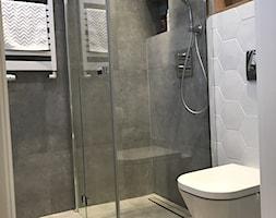 Metamorfoza mieszkania 47 m2 - Bamberski Dwór - Mała łazienka w bloku bez okna, styl nowoczesny - zdjęcie od Architektownia