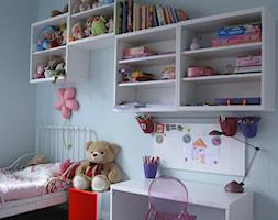 Dla królewny - Mały pastelowy miętowy pokój dziecka dla dziewczynki dla malucha, styl nowoczesny - zdjęcie od ArtEfekt