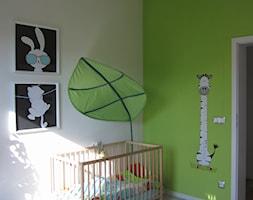Dla królewicza II - Średni biały zielony pokój dziecka dla chłopca dla dziewczynki dla niemowlaka dla malucha, styl nowoczesny - zdjęcie od ArtEfekt