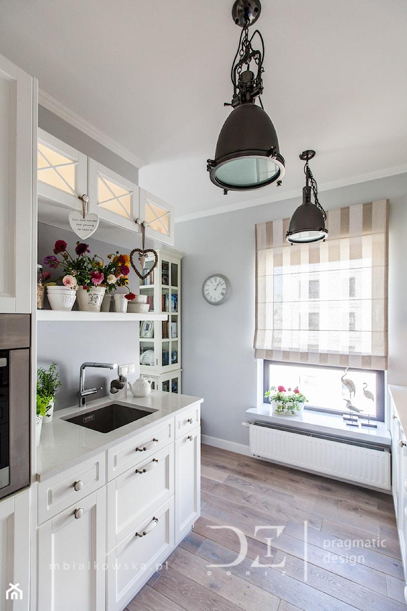 Prowansja na Bartyckiej  Średnia otwarta kuchnia dwurzędowa, styl prowansals   -> Kuchnia Dla Dziecka Od Jakiego Wieku
