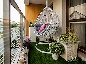 Sztuczna trawa na balkon – wszystko o zielonej wykładzinie na balkon i taras