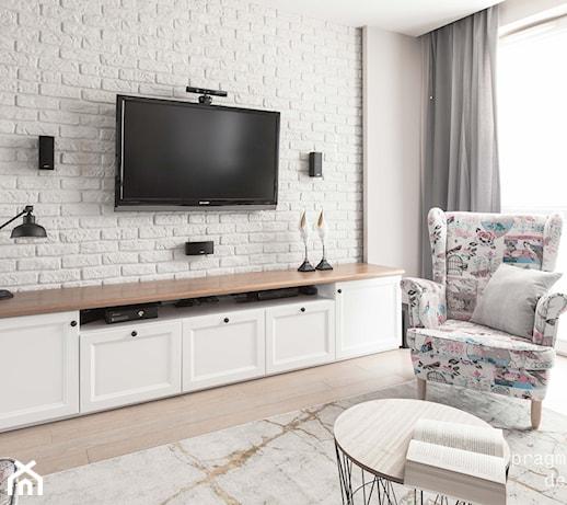 Uchwyt do telewizora – jaki wybrać i jak zamontować telewizor na ścianie?