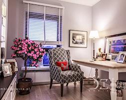Prowansja na Bartyckiej - Szare biuro kącik do pracy w pokoju, styl prowansalski - zdjęcie od Doriz Pragmatic Design