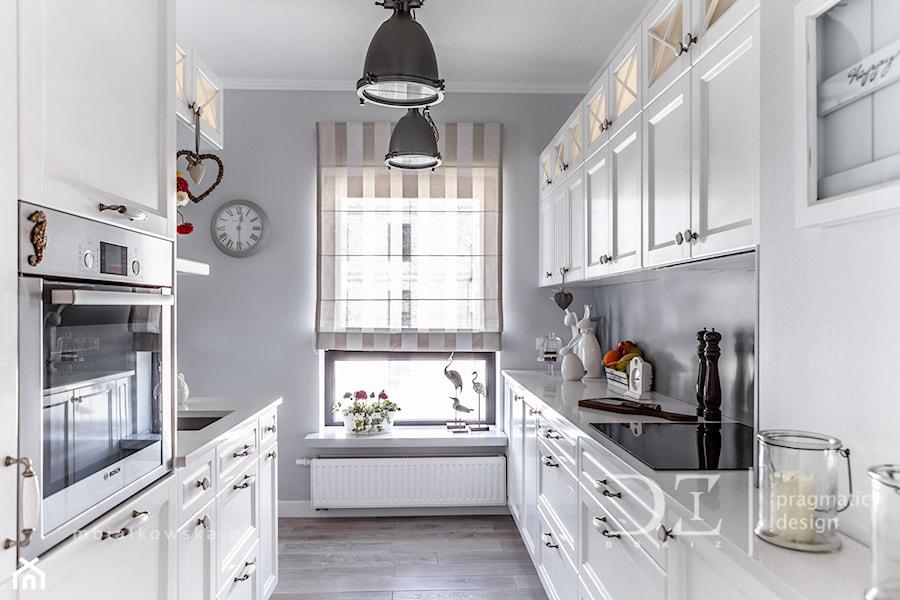 Prowansja na Bartyckiej  Średnia zamknięta wąska kuchnia   -> Kuchnia Prowansalska Homebook
