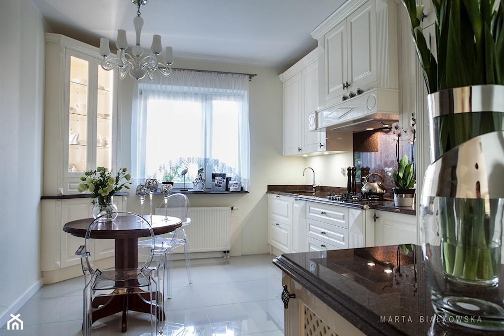 Jak udekorować okno w kuchni?  Homebook pl -> Kuchnia Na Wymiar Ile Kosztuje