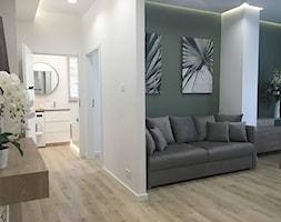 Mieszkanie pokazowe Olsztyn - Mały biały zielony salon z jadalnią, styl nowoczesny - zdjęcie od STUDIO BRYŁA KATARZYNA DEREWICZ - Homebook