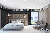 szare łóżko na metalowych nogach, szary fotel, biała podłoga, nowoczesna sypialnia