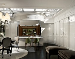 MARTINI MOBILI- luksusowe wnętrza - Duża otwarta biała zielona kuchnia jednorzędowa w aneksie z wyspą z oknem, styl glamour - zdjęcie od Galeria Heban- ekskluzywne meble