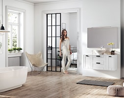 Inge - Duża biała łazienka na poddaszu w bloku w domu jednorodzinnym z oknem, styl skandynawski - zdjęcie od Elita - Homebook