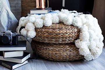 Jak zrobić dywanik z wełnianych pomponów?
