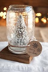 DIY: Jak samodzielnie wykonać dekoracyjną kulę śnieżną?