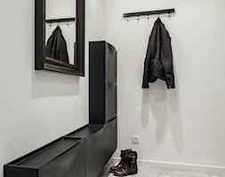 Małe mieszkanie na Saskiej Kępie - Średni biały hol / przedpokój, styl nowoczesny - zdjęcie od Inside Story