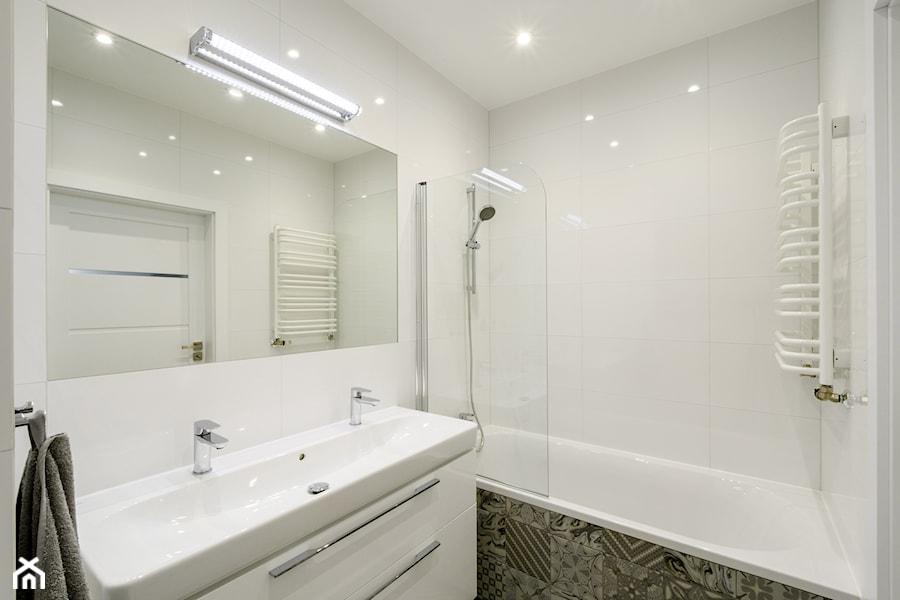 Słodowiec 3 pokoje - Mała łazienka w bloku w domu jednorodzinnym bez okna, styl nowoczesny - zdjęcie od Inside Story