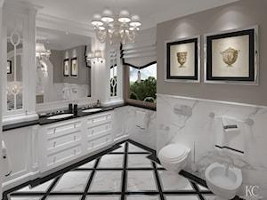 Konstancin Łazienka - Duża biała beżowa łazienka w domu jednorodzinnym z oknem, styl klasyczny - zdjęcie od KCDESIGN