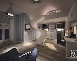 Pokój Marynarski - Duży biały pastelowy niebieski pokój dziecka dla chłopca dla malucha, styl glamour - zdjęcie od KCDESIGN
