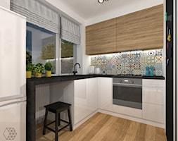 Mieszkanie z energetycznymi kolorami w Bielsku-Białej- SALON Z KUCHNIĄ - zdjęcie od DIZU Studio Projektowe