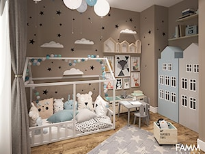POWRÓT DO DZIECIŃSTWA - Średni brązowy pokój dziecka dla chłopca dla dziewczynki dla ucznia dla malucha, styl skandynawski - zdjęcie od FAMM DESIGN