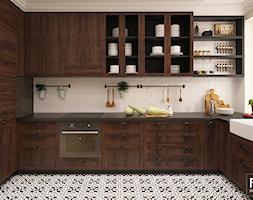 SASKA KĘPA - Średnia otwarta biała kuchnia w kształcie litery l w aneksie z oknem, styl kolonialny - zdjęcie od FAMM DESIGN