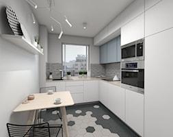 Funkcjonalna zabudowa kuchni w połączeniu z tapetą za szkłem - zdjęcie od Dizajnia art - studio projektowe