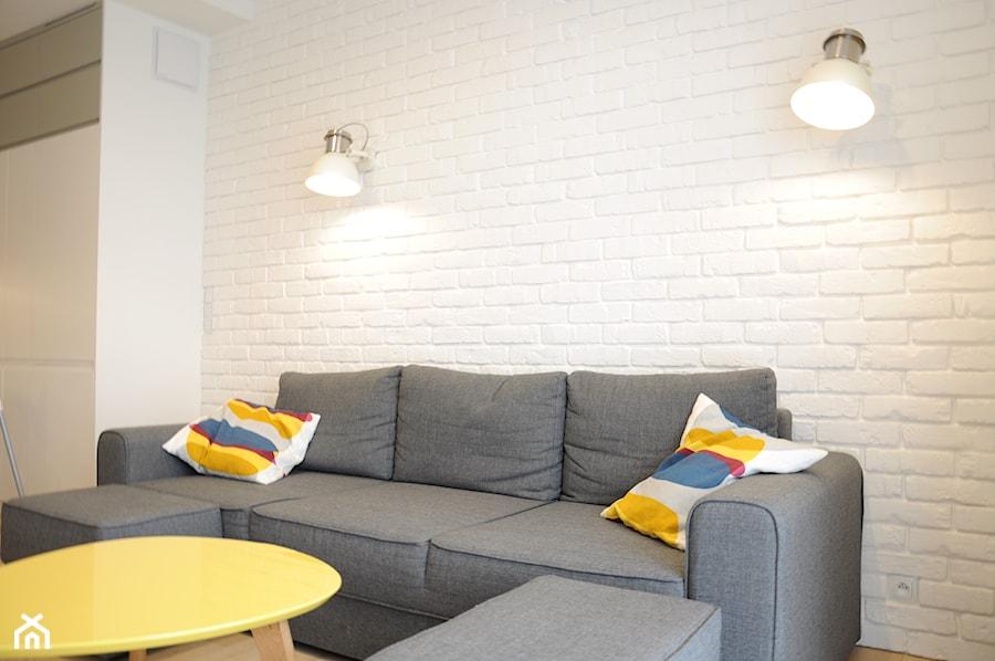 Bia a ceg a loft w tle sofy zdj cie od dizajnia art for Biala cegla w salonie