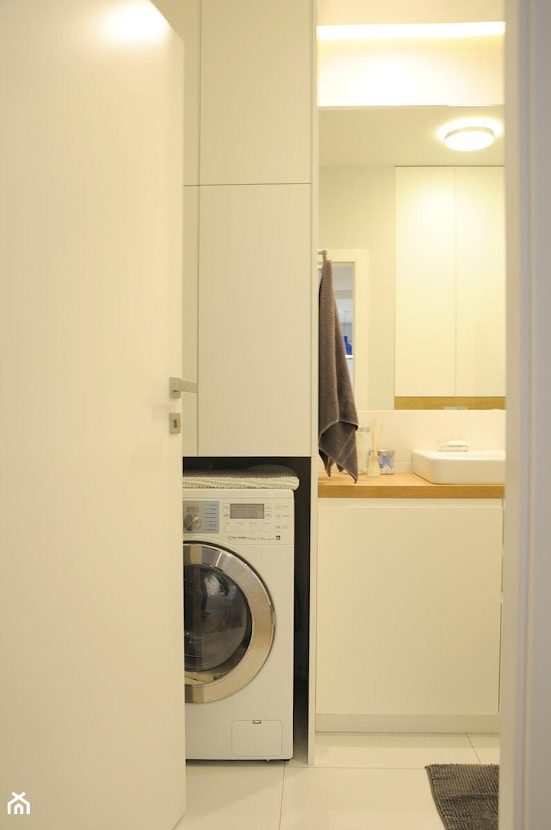 Aranżacje wnętrz - Łazienka: Zabudowa pralki w słupku - Dizajnia art - studio projektowe. Przeglądaj, dodawaj i zapisuj najlepsze zdjęcia, pomysły i inspiracje designerskie. W bazie mamy już prawie milion fotografii!