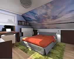 Duża biała niebieska sypialnia małżeńska na poddaszu, styl nowoczesny - zdjęcie od Rogalska Design