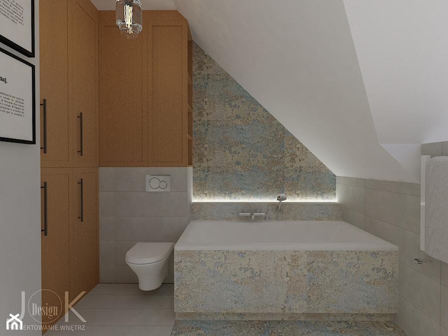 Eklektyczny dom - Mała biała beżowa szara łazienka na poddaszu, styl klasyczny - zdjęcie od JoKDesign
