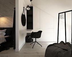 Poddasze - Mała garderoba z oknem przy sypialni na poddaszu, styl minimalistyczny - zdjęcie od ELEMENTY