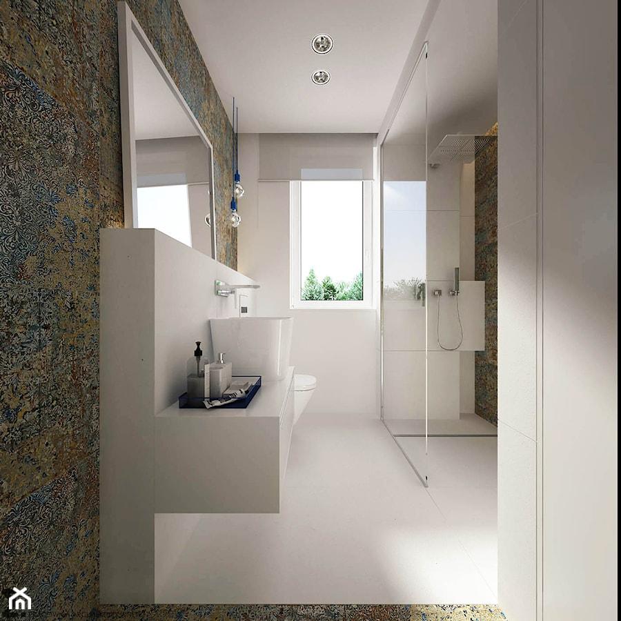 płytki przypominające malowidło ścienne w łazience minimalistycznej