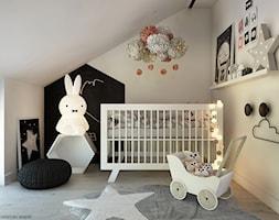 Poddasze - Mały biały pokój dziecka dla dziewczynki dla niemowlaka, styl skandynawski - zdjęcie od ELEMENTY